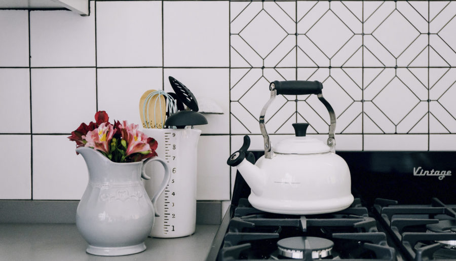Tiles, tile adhesive and a pretty DIY backsplash
