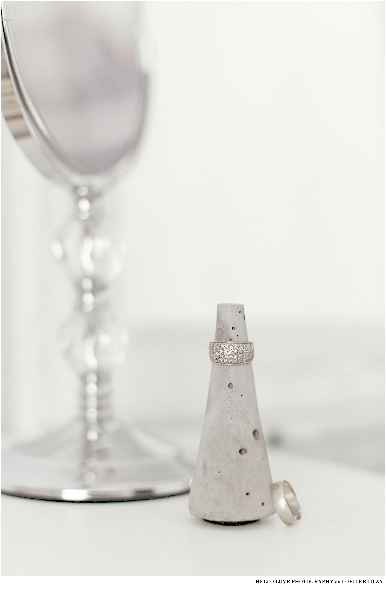 Cone cement ring holder